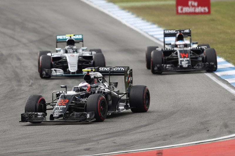 McLaren F1 team 'would have won' races with best engine in 2016
