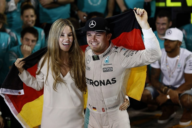Nico Rosberg didn't expect Lewis Hamilton to back him up in Abu Dhabi