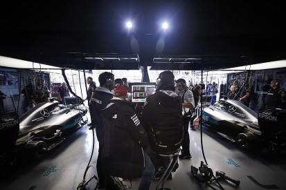 Lewis Hamilton hints at story behind Mercedes F1 2016 crew swaps