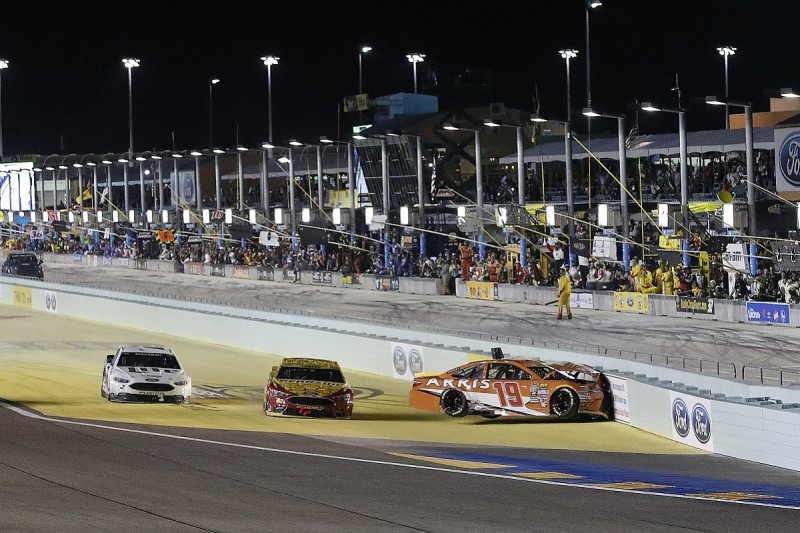Edwards declines to blame Logano for NASCAR title decider clash