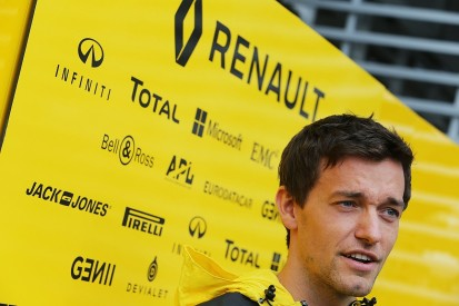 Jolyon Palmer to stay with Renault for F1 2017 season