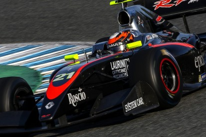 Jerez FV8 3.5: Renault junior Jack Aitken grabs pole on debut
