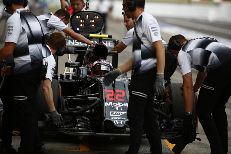 Jenson Button sure something wrong with his McLaren at Suzuka