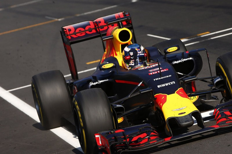 Daniel Ricciardo wins F1 Malaysian GP as Lewis Hamilton retires