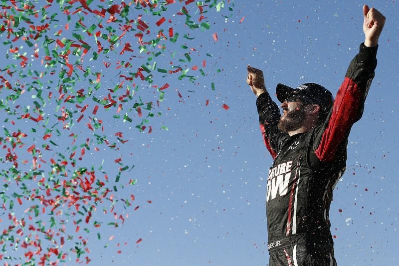 Chicagoland NASCAR: Martin Truex Jr grabs win in Chase opener