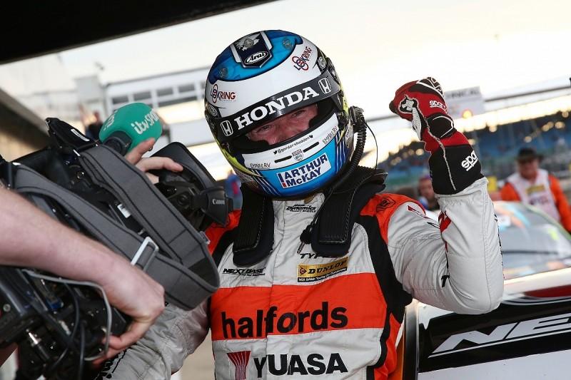 Gordon Shedden wins third British Touring Car race at Silverstone