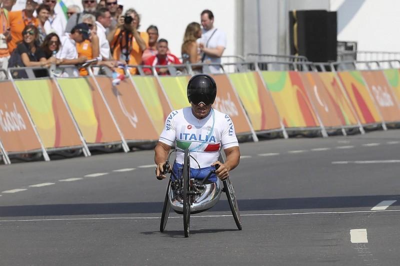 Alex Zanardi wins Paralympic handcycling gold medal in Rio