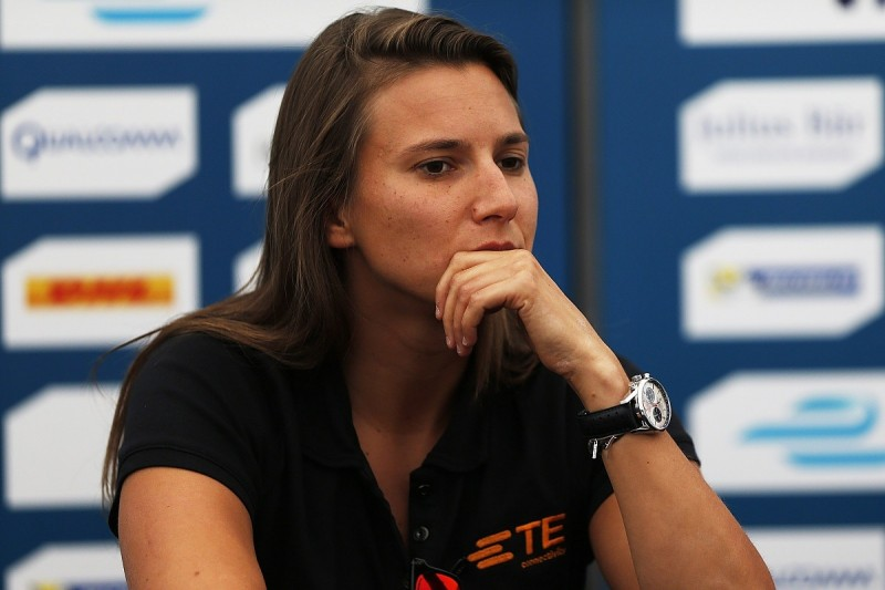 Simona de Silvestro gets three-year Australian Supercars deal
