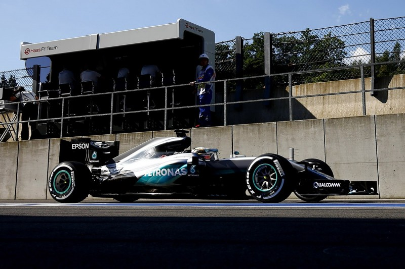 Mercedes breaks F1 gearbox seal on Lewis Hamilton's car