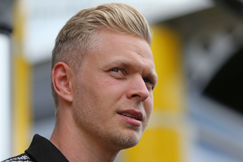 Renault F1 driver Magnussen won't 'beg' for second season with team