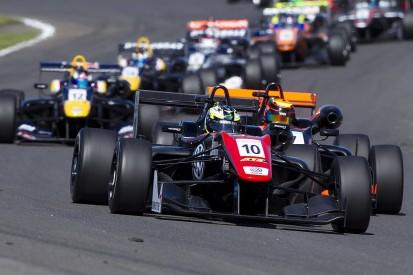Masters of F3: Eriksson beats Ilott to qualifying race win