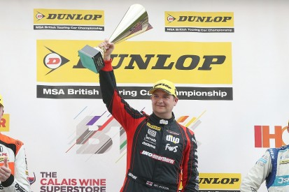 BTCC Snetterton: Jackson beats Turkington to shortened race two win
