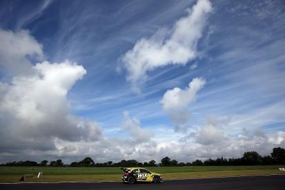 Snetterton BTCC: Mercedes driver Morgan fastest in practice