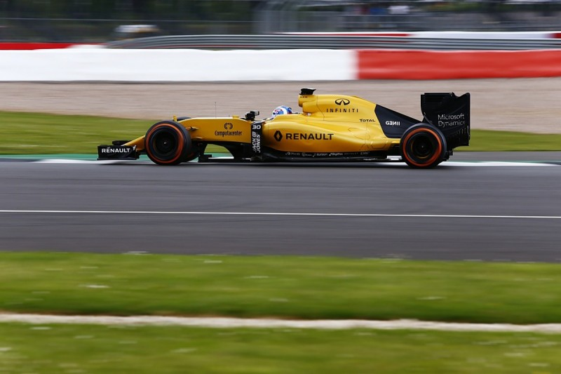Renault F1 team investigating fire from Silverstone testing