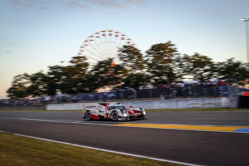 Le Mans 24 Hours: Toyota retakes lead from Porsche in 16th hour