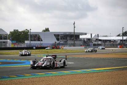 #1 Porsche edges away from #6 Toyota in fourth hour at Le Mans 24