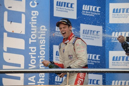 Beijing Goldenport WTCC: Tom Chilton takes first victory of 2014