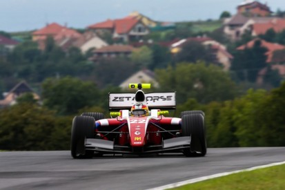 Hungaroring FR3.5: Roberto Merhi takes pole in dramatic session