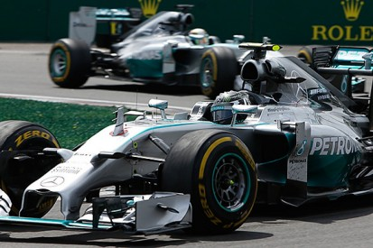 Hamilton says he can't count on Rosberg trouble in F1 title battle
