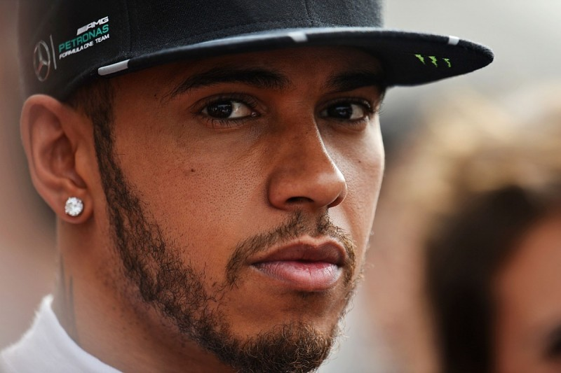 Lewis Hamilton forced onto second engine of F1 2016 at Chinese GP