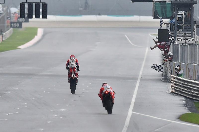 Andrea Dovizioso's Sepang win keeps 2017 MotoGP title fight open