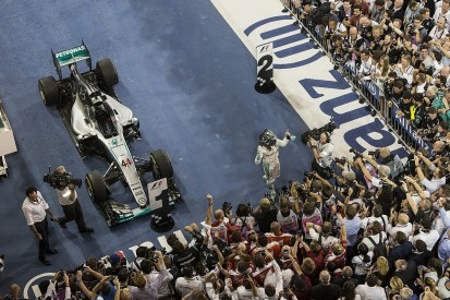 Who should replace Rosberg at Mercedes?