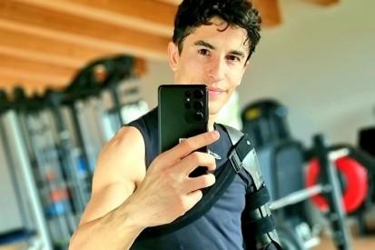 Indoorcycling und Gewichte: Marc Marquez trainiert wieder