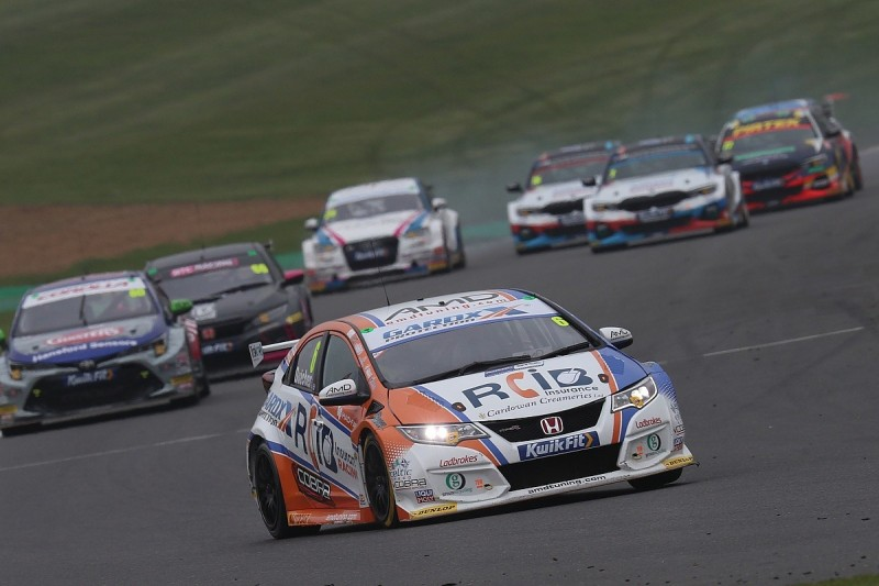 Older BTCC Honda Civic competitive for three more years – Hollamby