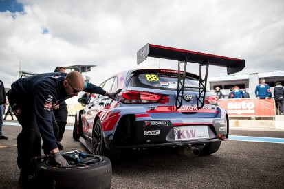 Catsburg takes WTCR Slovakia main race pole for BRC Racing