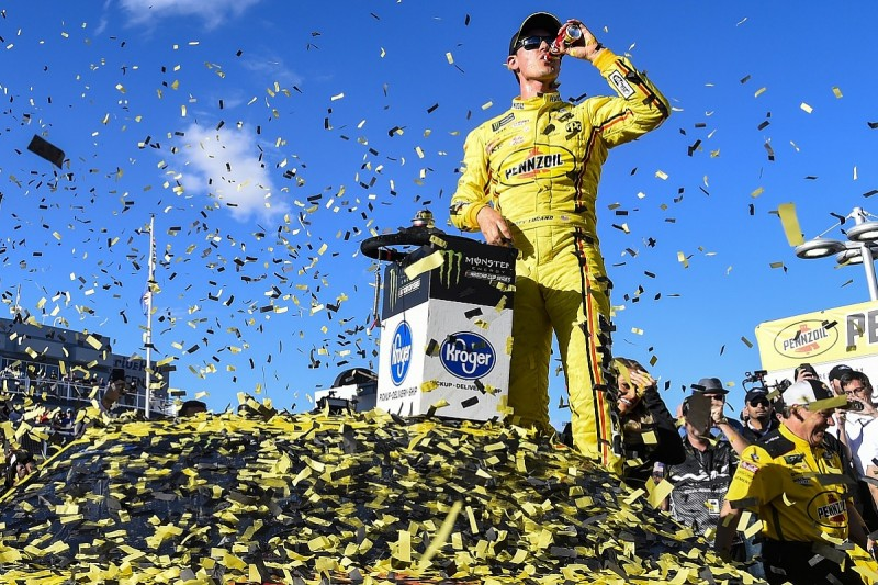 Las Vegas NASCAR: Logano resists Keselowski in Penske one-two