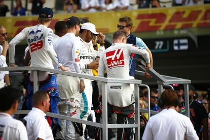 Top F1 drivers are 'desperately missing' coaches, says Stewart
