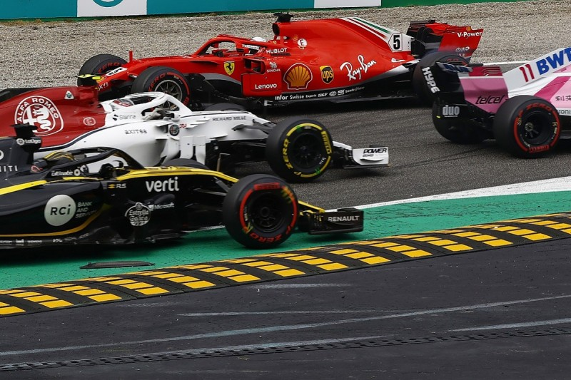 Ex-Ferrari F1 driver Irvine: Overrated Vettel is a 'one-trick pony'
