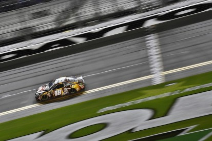 Jimmie Johnson apologises to Kyle Busch for NASCAR Duel collision