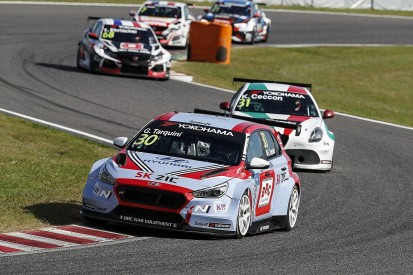 Suzuka WTCR: Tarquini wins and opens points lead, Ceccon penalised