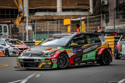 Macau WTCR: Rob Huff gets pole for opening after last-gasp lap