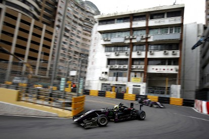 Motopark F3 pair rue Macau Grand Prix qualifying chaos