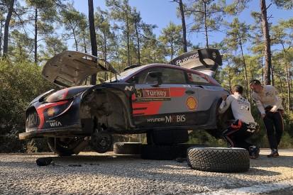 WRC Turkey: Thierry Neuville hits trouble, Sebastien Ogier leads