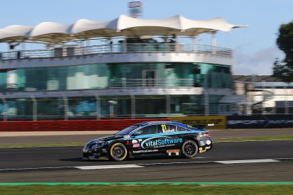 Silverstone BTCC: Hard's Bushell, Ciceley's Oliphant top practice