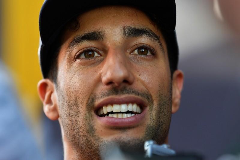 Ricciardo's shock switch to Renault for 2019 F1 season announced