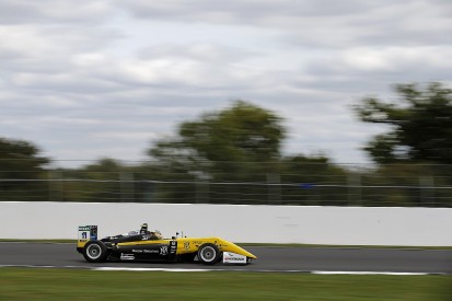 Silverstone European F3: Carlin's Renault junior Fenestraz on pole
