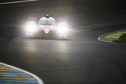 Le Mans hour 7: Leading Toyotas separated by less than one second