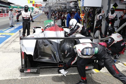 Le Mans hour 23: Kobayashi pit error costs #7 Toyota a lap