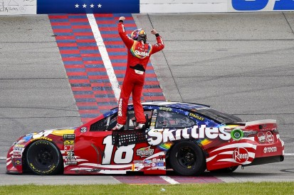 Chicagoland NASCAR: Kyle Busch wins after last-lap Larson contact