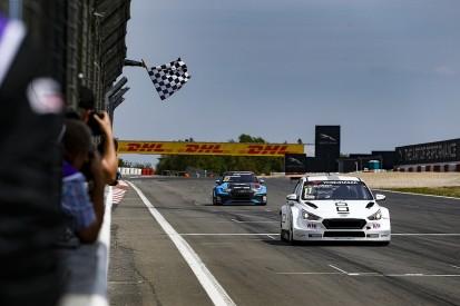 WTCR Nordschleife: Bjork resists Vervisch's last lap attack to win