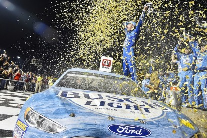 NASCAR Kansas: Stewart-Haas's Kevin Harvick beats Truex late on