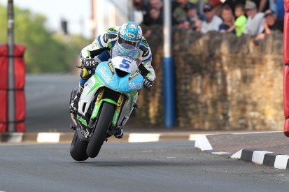 Isle of Man TT 2018: Harrison tops opening Superbike practice