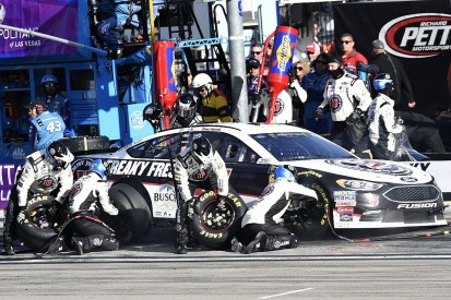 Kevin Harvick loses NASCAR points lead after Las Vegas penalty