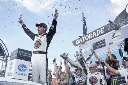 Phoenix NASCAR Cup: Kevin Harvick wins third race in a row
