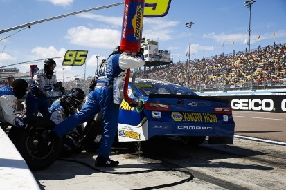 Hendrick's Elliott loses 25 points for Phoenix NASCAR Cup violation