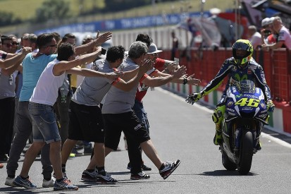 Valentino Rossi snatches Mugello MotoGP pole with late effort